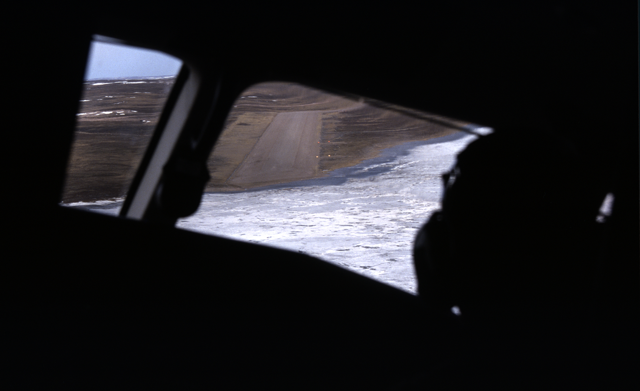 2000 / Clear to land at Qamanittuaq (Kivalliq)
