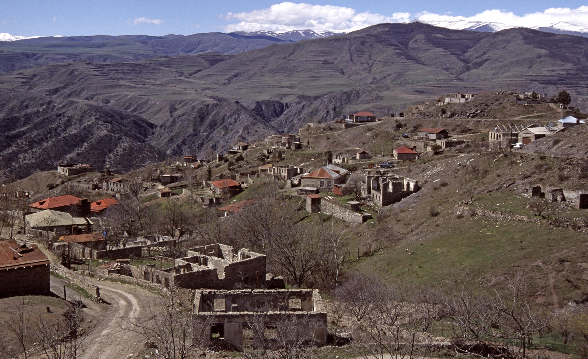 2002 / Nagorno Karabach, famous Lacin-Corridor, towards Armenia